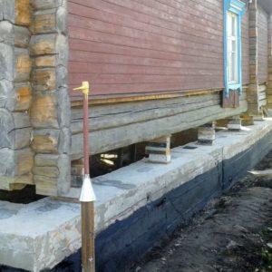 1476900696_ukreplenie-fundamenta-derevyannogo-doma